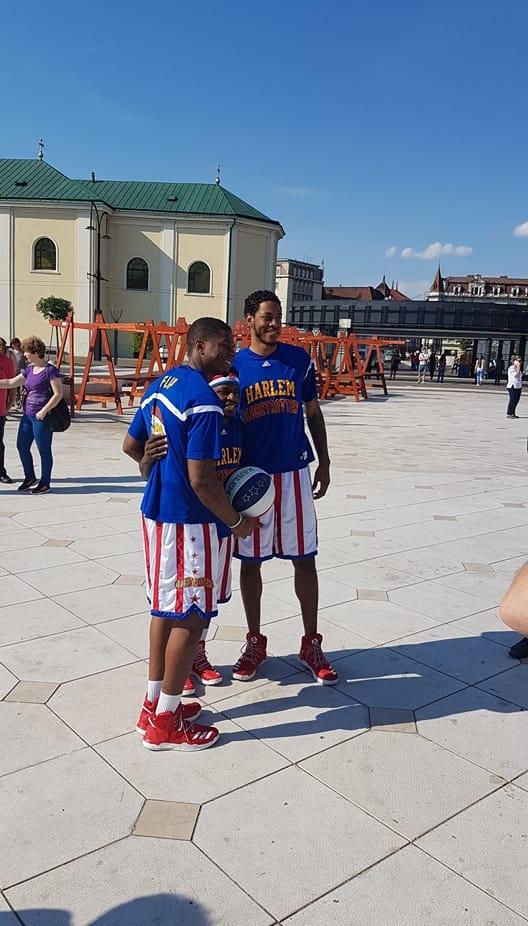 Flip, Too Tall și Jumpin' Joe au fost prezenți în Piața Unirii din Oradea